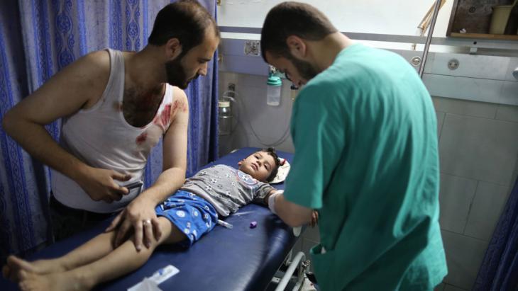 behandlung eines palästinensischen Jungen im Shifa-Krankenhaus in Gaza; Foto: Imago/Xinhua