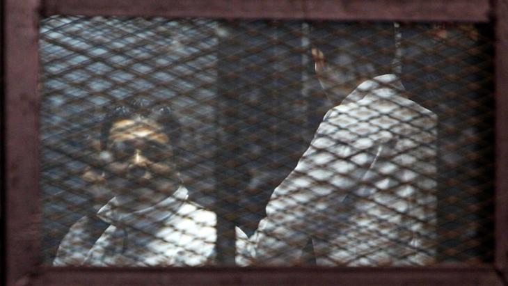 Inhaftierte Muslimbrüder während eines Prozesses in Kairo; Foto: Reuters/M. Abd El Ghany