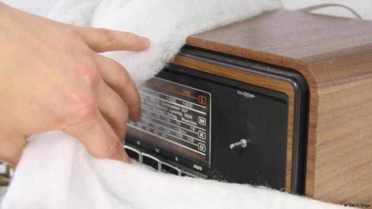 Das Radio der türkischen Familie Genc; Foto: DW/S.Dege