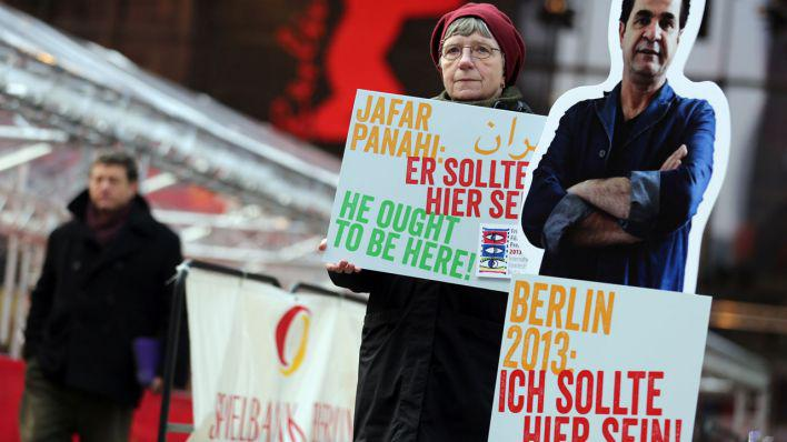 Demonstration für eine Aufhebung des Ausreise- und Arbeitsverbots Panahis; Foto: dpa