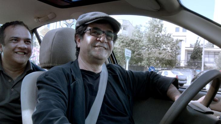 "Filmausschnitt aus Panahis Film ""Taxi""; Foto: Jafar Panahi"