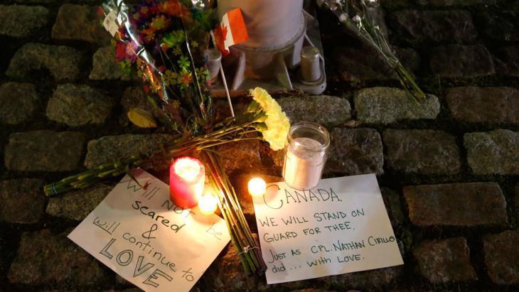 Eine Gedenkstätte für den Soldaten der im Oktober 2014 von Michael Zehaf-Bibeau in Kanada erschossen wurde; Foto: AP Photo/The Canadian Press, Patrick Doyle
