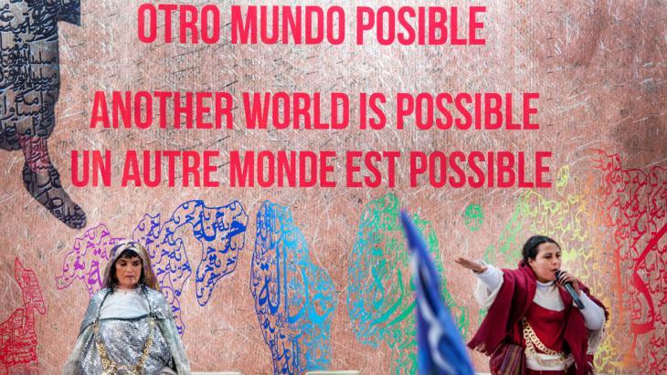 Eröffnungsfeier des 1. Weltsozialforums in Tunis; Foto: picture-alliance/abaca/F. Nicolas