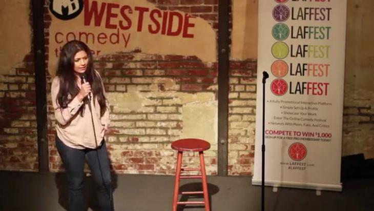 Mona Shaikh während einer Aufführung im Westside Comedy Theater; Foto: Westside Comedy Theater