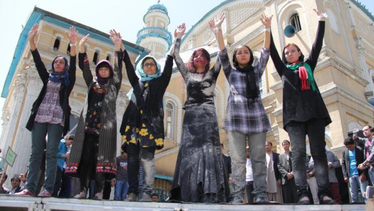 Frauen-Solidaritätsdemonstration für Farkhunda in Kabul; Foto: DW/H. Sirat