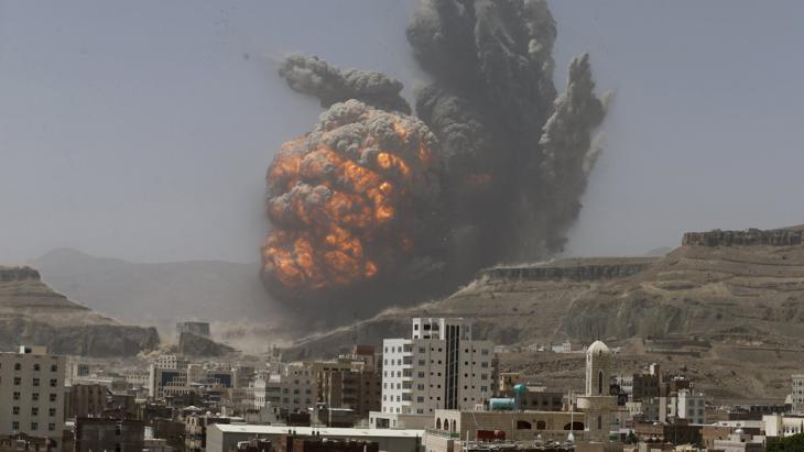 Saudische Luftangriffe auf Huthi-Stellungen in Sanaa und Aden; Foto: Reuters/K. Abdullah