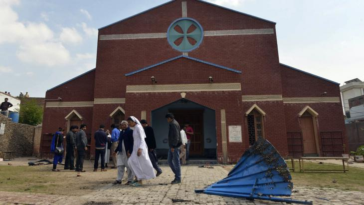 Pakistani Christians gather in front of a church following suicide bombing attacks on churches in Lahore on 15 March 2015 (photo: AFP/Getty Images/A. Ali)