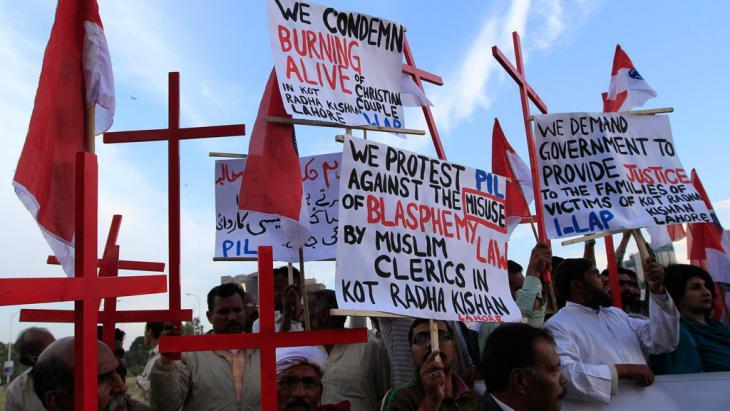 Christen protestieren gegen Lynchjustiz und Blasphemiegesetze in der Provinz Punjab; Foto: Reuters/Faisal Mahmood