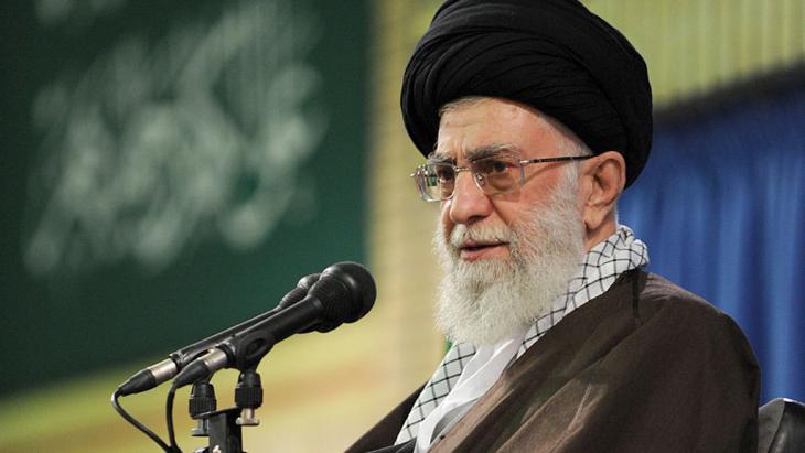 Ayatollah Ali Khamenei; Foto: picture-alliance/AP Photo/Office
