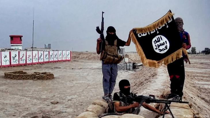 IS-Terroristen im Irak; Foto: picture-alliance/abaca