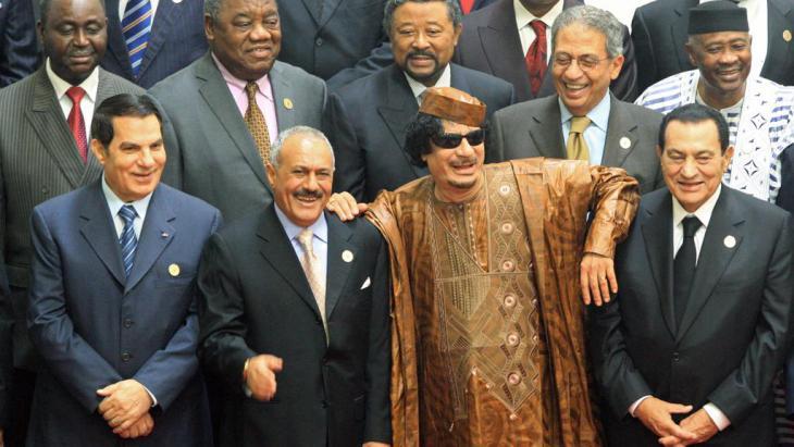 Im Zuge des Arabischen Frühlings gestürzte Diktatoren: Zine el-Abidine Ben Ali (l.), Ali Abdullah Salih, Muammar al-Gaddafi und Hosni Mubarak (r.); Foto: picture-alliance/dpa