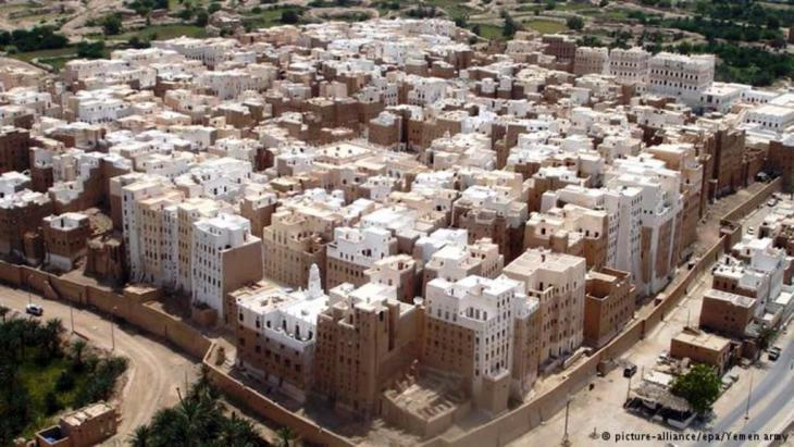 Blick auf Schibam, die historische Hauptstadt der Region Hadramaut; Foto: picture-alliance/epa/Yemen Army