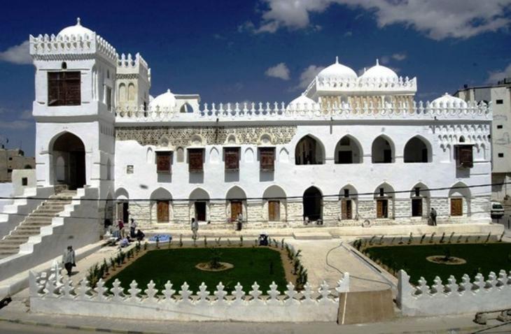 """Die """"Amiriya"""" in der Stadt Radaa; Quelle: Wikipedia"""