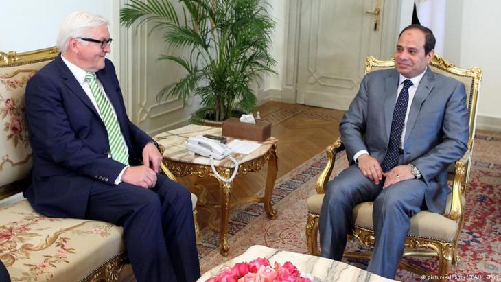 Präsident Abdel Fattah al-Sisi, hier mit Bundesaußenminister Frank-Walter Steinmeier (l.), lässt die Muslimbrüder seit dem Putsch brutal verfolgen. Foto: picture-alliance/EPA/ K. Elfiqi