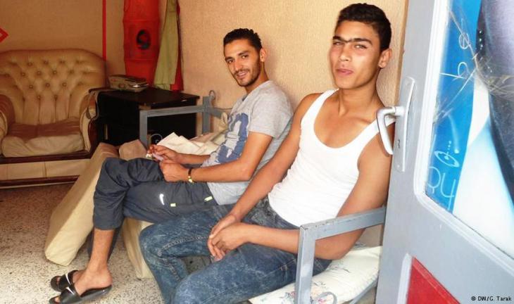 Junge, arbeitslose Tunesier. Foto: DW/ G. Tarak