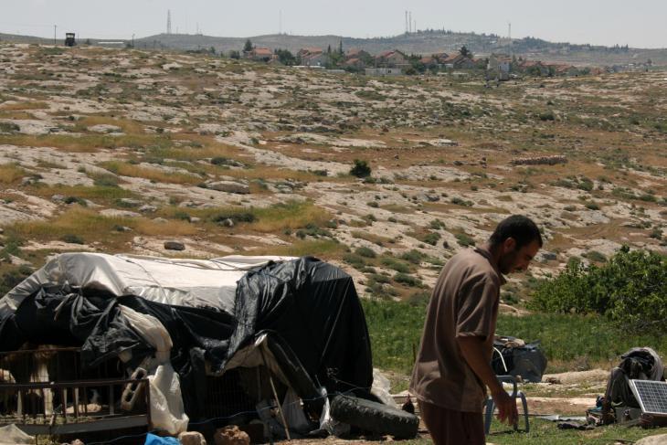 Aussicht von Khirbet Susiya auf die Siedlung Susiya; Foto: Y. Gostoli