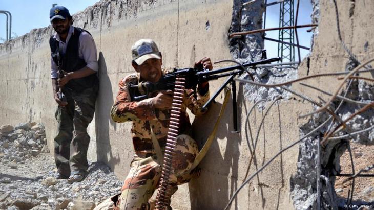 Syrische Rebellen im Kampf; Foto: AFP/Getty Images