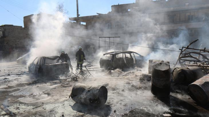 Zerstörungen in Aleppo nach einem Fassbombenabwurf durch Kampfjets des Assad-Regimes; Foto: Z. Al-Rifai/ AFP/ Getty Images