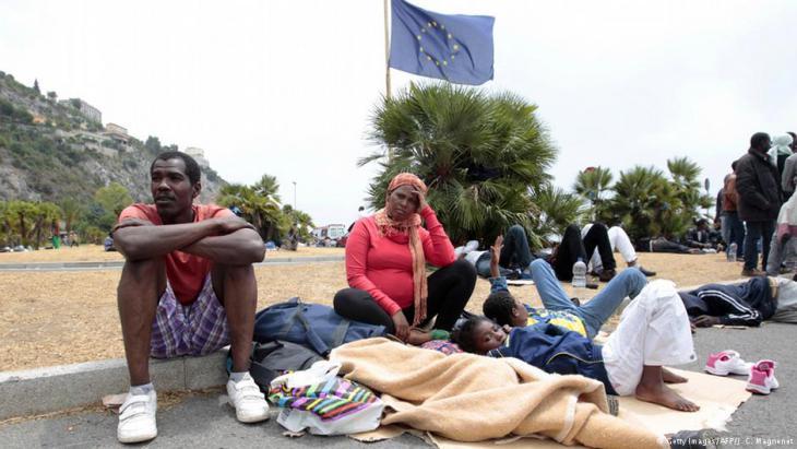 Flüchtlinge an der Grenze zwischen Italien und Frankreich; Foto: Getty Images/AFP