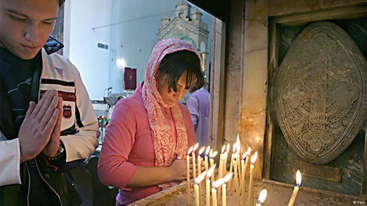 Christen während des Gebets im Iran. Foto: Fars