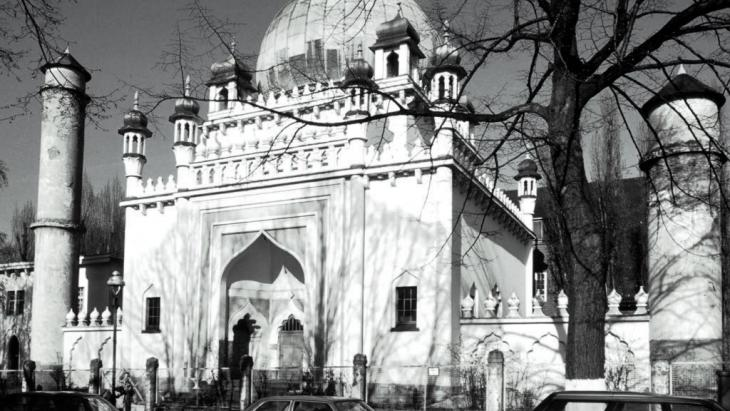 Moschee der pakistanisch-islamischen Ahmadiya-Anjuman-Gemeinde in Berlin-Wilmersdorf (erbaut 1924-27); Foto: picture-alliance/akg-images/Jost Schilgen