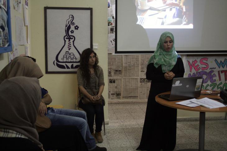 """Amal al-Jarousha während einer Präsentation ihres Startup-Business """"Dietii""""; Foto: Ylenia Gostoli"""