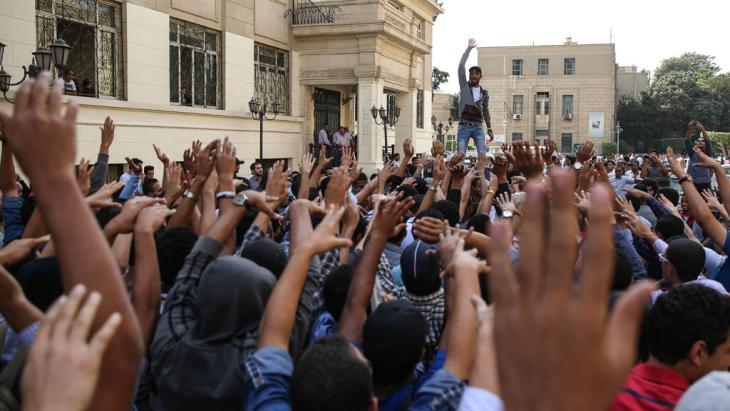Demonstration von Studenten an der Universität Kairo im Jahr 2014; Foto: picture-alliance/AA/M. Hossam