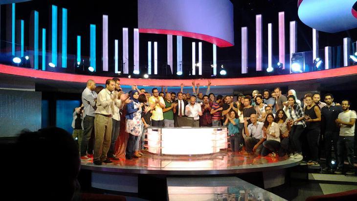 Bassem Youssef gibt das Ende seiner Show bekannt. Foto: Mostafa Hashem