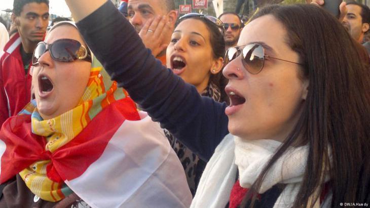 Ägyptische Frauen demonstrieren auf dem Tahrirplatz gegen Übergriffe der Armee.. Foto: DW / A. Hamdy