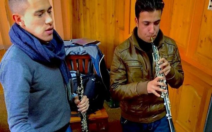 Demetrios Karamintzas und einer seiner Schüler im Oboen-Unterricht; Foto: Demetrios Karamintzas