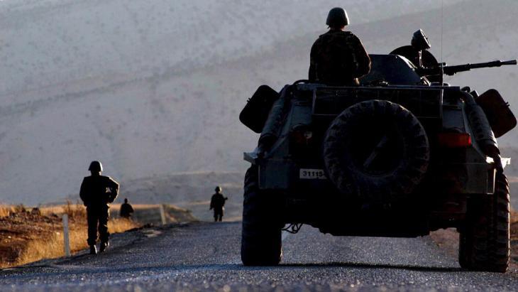 Türkische Einheiten während einer Operation in der südostanatolischen Provinz Sirnak; Foto: picture-alliance/epa