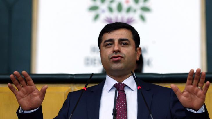 HDP-Ko-Vorsitzender Selahattin Demirtaş; Foto: Getty Images/AFP/A. Altan