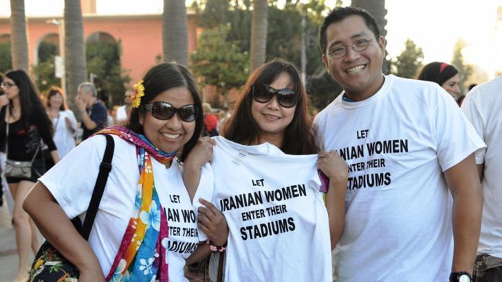 Protest für den Eintritt von Frauen in Sportstadien im Iran; Foto: Darya Safaei