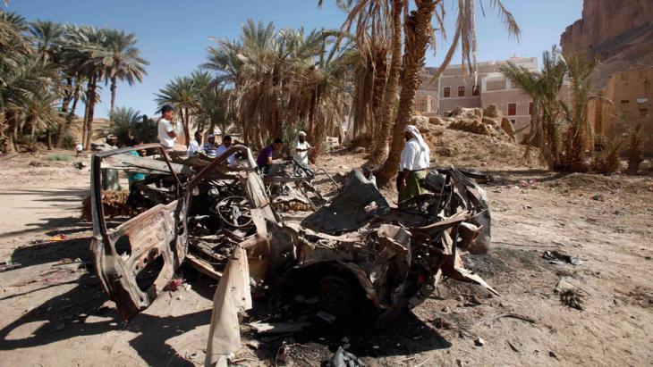 Ein zerstörtes Auto nach einer Drohnenattacke im Jemen. Foto: Reuters