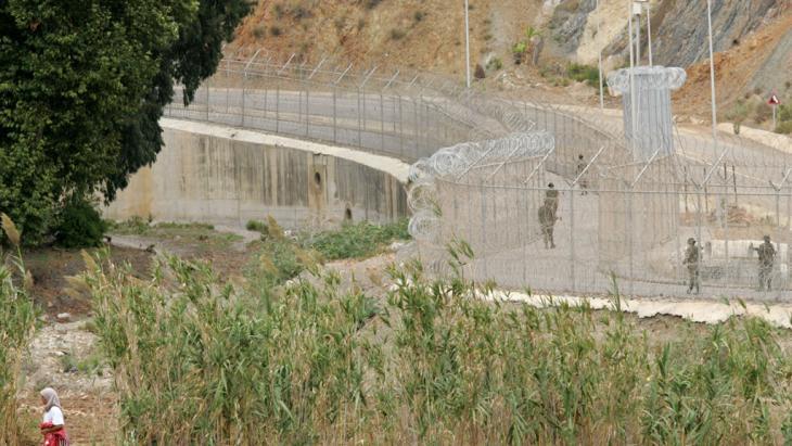 Grenzzaun zwischen Spanien Marokko in Ceuta; Foto: picture-alliance/dpa