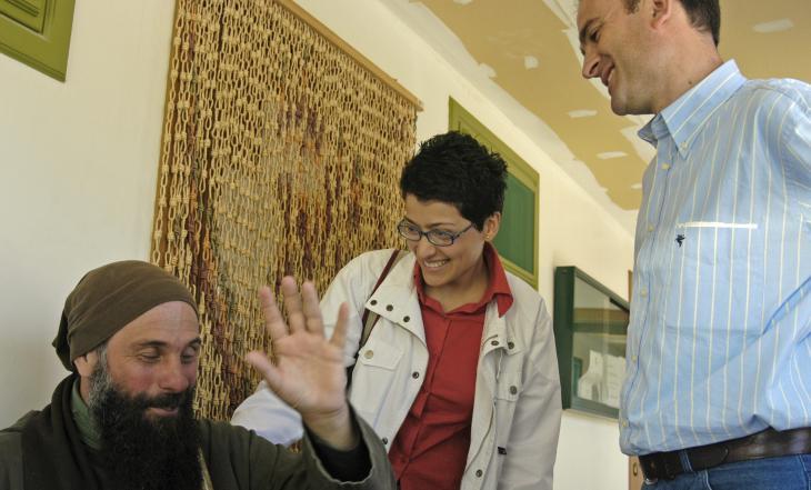 Biagio Conte und seine Mitarbeiter im Missionshaus in Palermo; Foto: Ikhlas Abbis