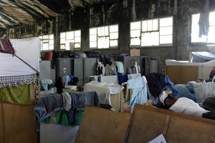 Flüchtlingslager in besetztem ehemaligen Militärflughafen-Hangar in Palermo; Foto: Ikhlas Abbis