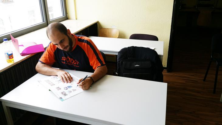 Alaa Houd im Klassenraum beim Integrationskurs; Foto: DW/Sven Pöhle