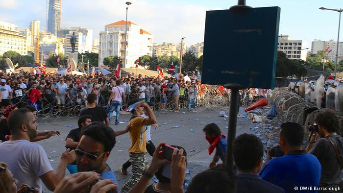 Protesters in Beirut (photo: Deutsche Welle/Barraclough