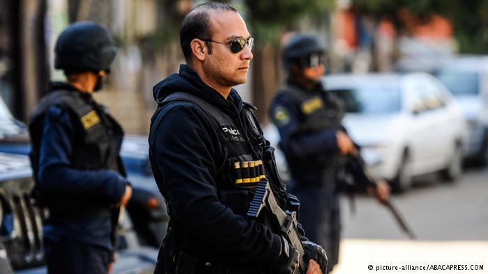 Ägyptische Sicherheitskräfte in Kairo; Foto: picture-alliance/ABACAPRESS