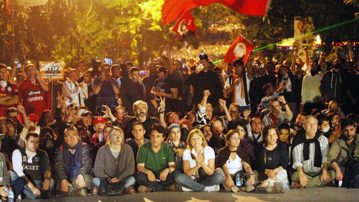 Gezi-Park-Demonstranten am 16. Juni 2013, Foto: ADEM ALTAN/AFP/Getty Images