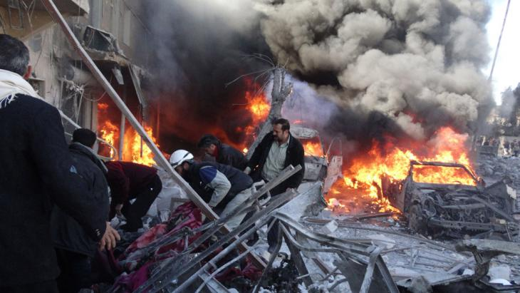 Zivilisten sterben durch Fassbombenabwurf in Aleppo; Foto: Getty Images