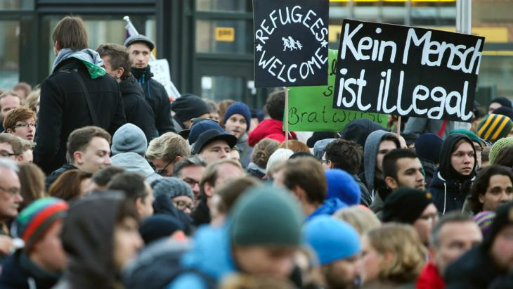 Anti-PEGIDA-Demonstration in Dresden; Foto: picture-alliance/dpa/J. Woitas