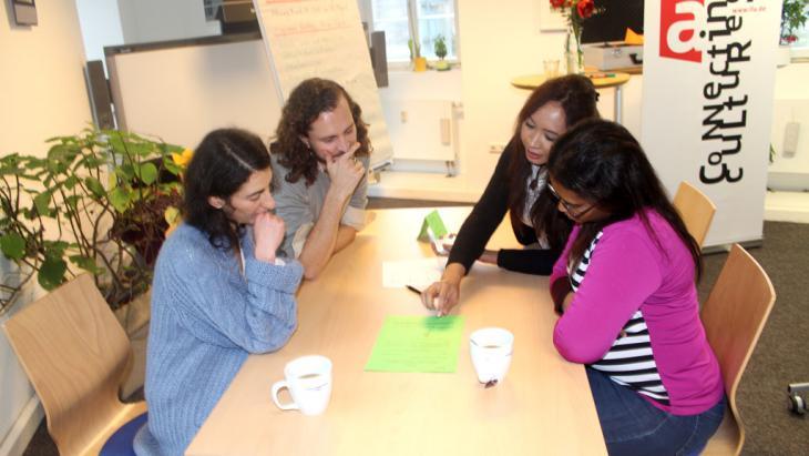 CrossCulture-Praktikanten während eines Trainings im Institut für Auslandsbeziehungen; Foto: Mohamed Ghazi