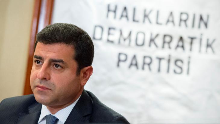 Der Co-Vorsitzende der pro-kurdischen Partei Halklarin Demokratik Partisi (HDP), Selahattin Demirtas; Foto: picture-alliance/dpa/D. Reinhardt