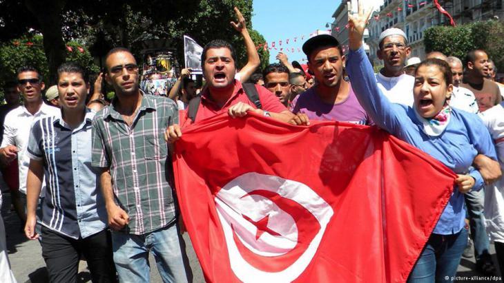Proteste nach der Ermordung Chokri Belaids in Tunis; Foto: dpa/picture-alliance