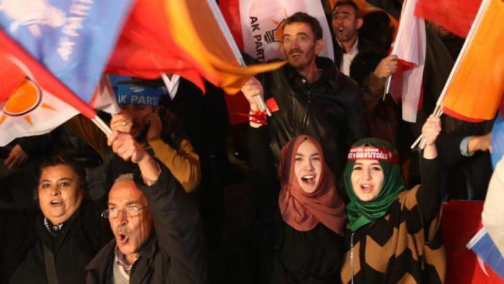AKP-Anhänger feiern den überraschenden Sieg ihrer Partei in Ankara. Foto: Getty Images/AFP