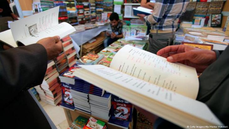 Arabische Bücher auf der Buchmesse in Kairo.