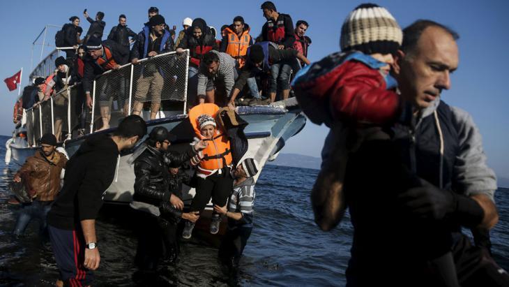 Flüchtlinge erreichen die griechische Insel Kos, 7. November 2015; Foto: Reuters/A. Konstantinidis