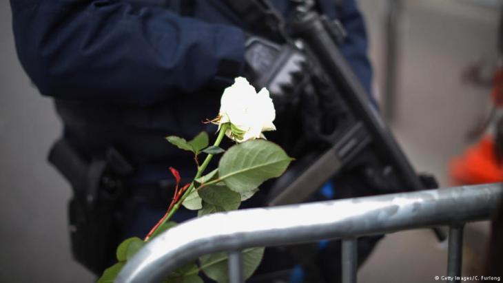 Bewaffnete Polizeieinheit am Anschlagsort Bataclan in Paris; Foto: Christopher Furlong/Getty Images